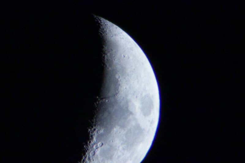The Moon in My Backyard - Taking pictures of the moon with telescope.