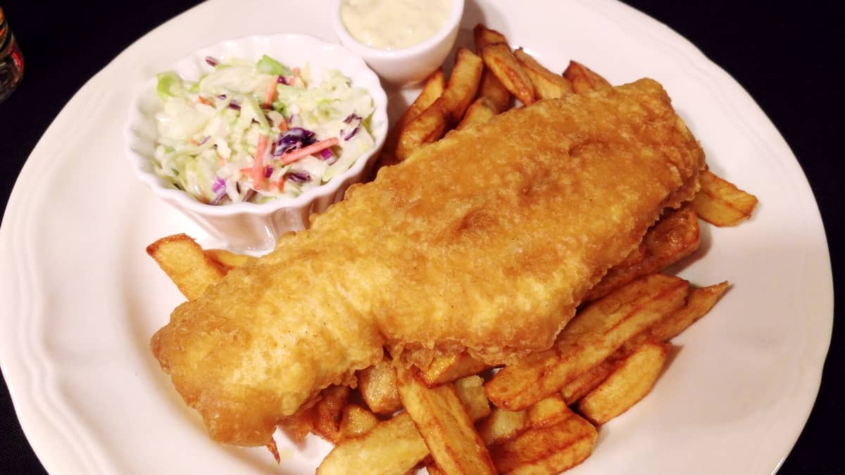 Expedia.ca #BigWorldExplorer - Found the BEST Haddock dinner ever at Piccadilly's Restaurant.