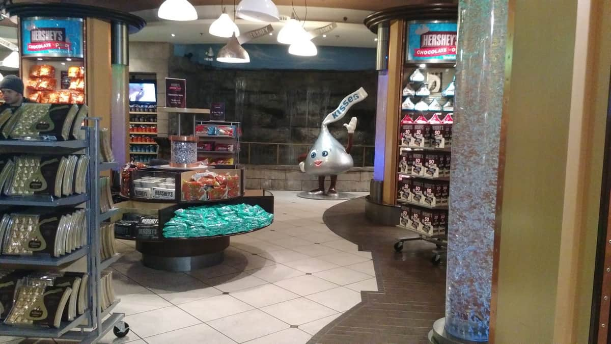Expedia.ca #BigWorldExplorer - The Hershey Store interior