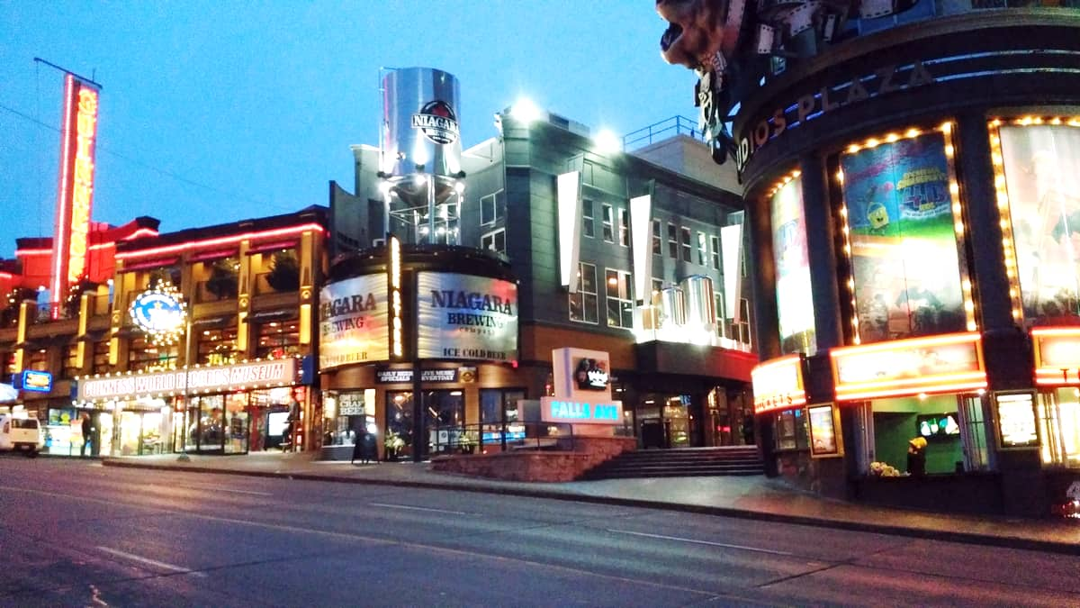 Expedia.ca #BigWorldExplorer - Clifton Hill