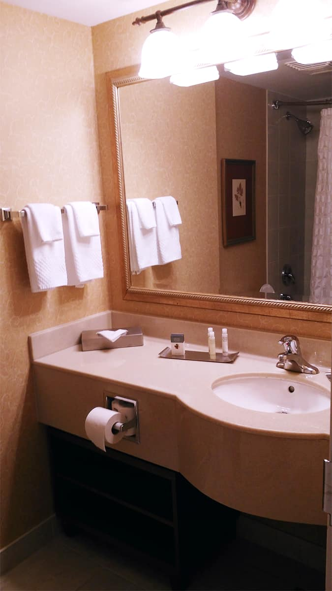 #BigWorldExplorer w/ @ExpediaCA - Clean bathroom, with all your needs taken care of at the DoubleTree in Niagara Falls.