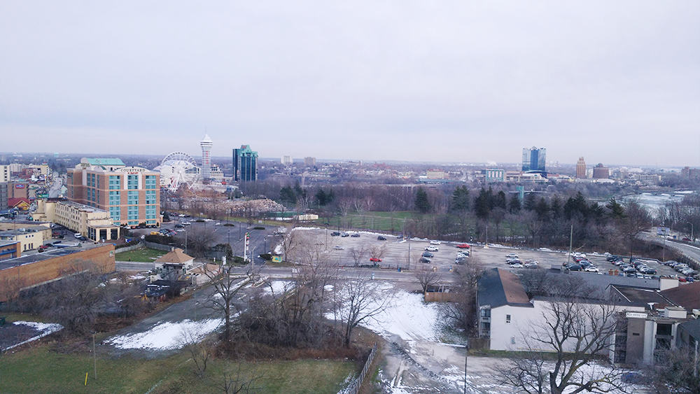 #BigWorldExplorer w/ @ExpediaCA - Beautiful view of Clifton Hill, North of DoubleTree in Niagra Falls.