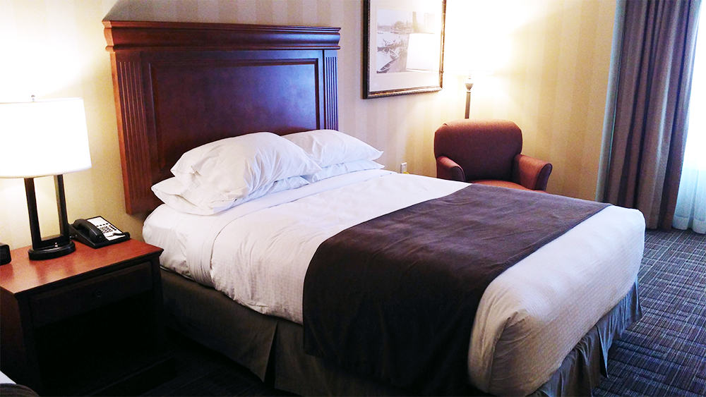 #BigWorldExplorer w/ @ExpediaCA - Even the most basic rooms are comfy at the DoubleTree in Niagara Falls.