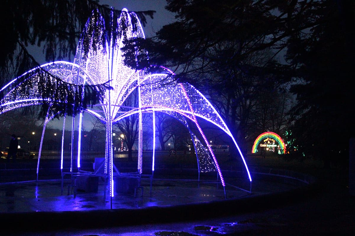 Expedia.ca #BigWorldExplorer - Festival of Lights Fountain